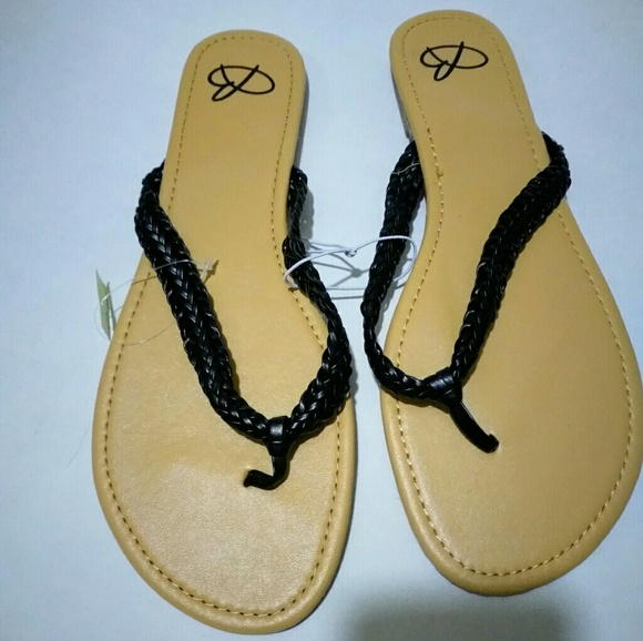 b53f3598694ea NWT Black Braided Flip Flops. Boutique. Bobbie Brooks